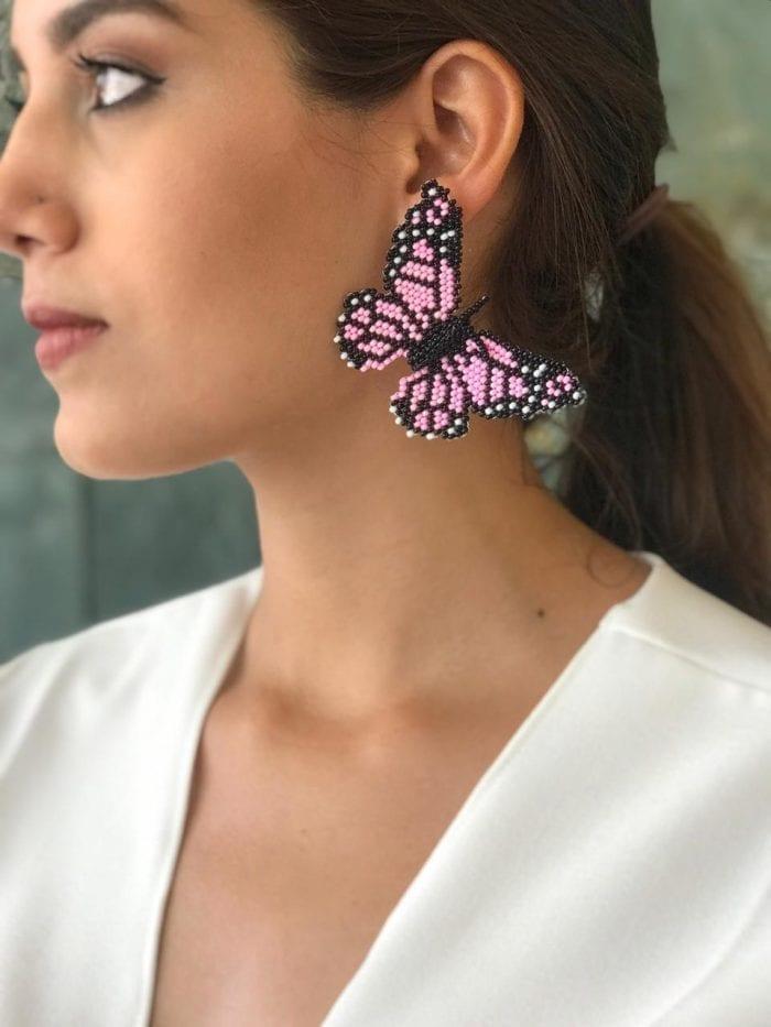 aretes mariposas tejidos en mostacilla