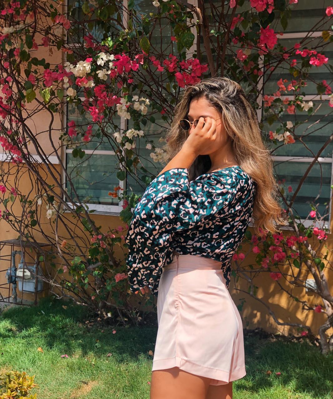 blusa-rachelle-estampada-en-animal-print-con-lazo-y-mangas-largas